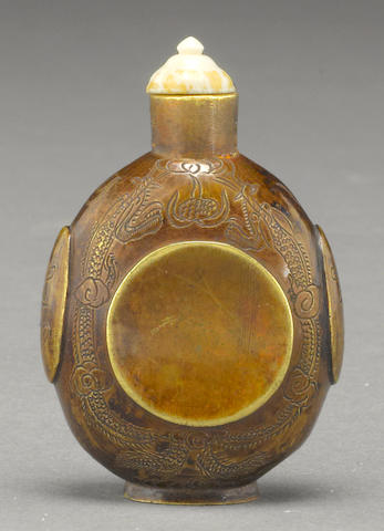 A patinated bronze snuff bottle Late Qing/Republic period