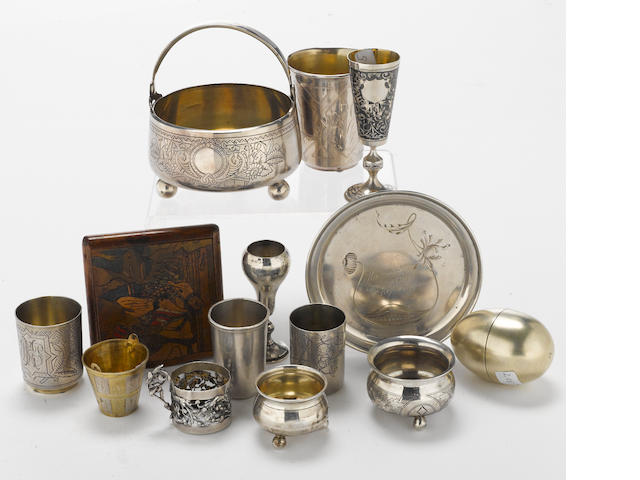 A Russian 84 standard silver and parcel-gilt silver collection of table articles, etc.  (14)