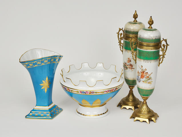Two Limoges painted porcelain articles including a monteith and lozenge-form garniture vase mid- to late 20th century