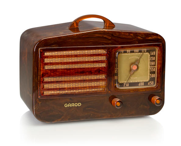 A Garod 1450 Peak-Top 1940 Tortoise case with matching knobs, handle and faceplate, with Garod decal. height 6 5/8in (14cm); length 11in (28cm); depth 5 1/2in (14cm)