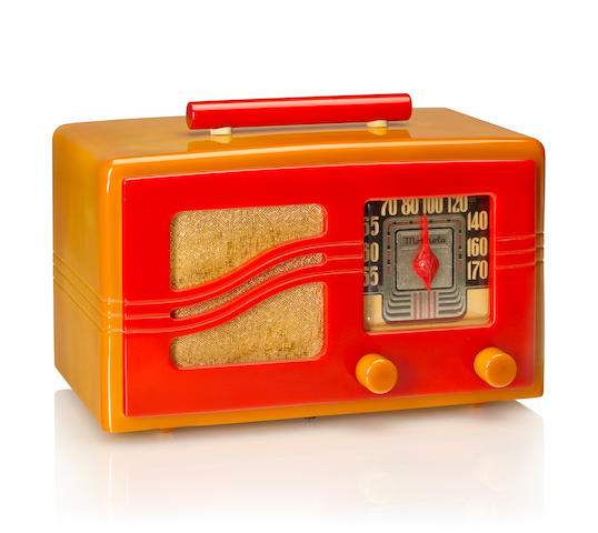 A Motorola 51X16 S Grille 1941 Yellow case with matching knobs, red faceplate and handle. height 6in (15.2cm); length 9 3/4in (24.8cm); depth 5 3/4in (14.6cm)