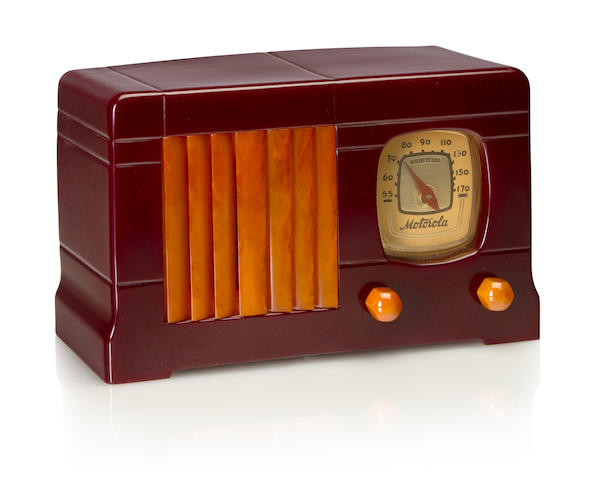 A Motorola 52 1939 Maroon case with yellow knobs and vertical louvered grille. height 5 3/4in (14.5cm); length 9 3/8in (23.8cm); depth 4 3/8in (11.4cm)