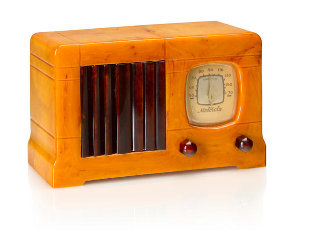 A Motorola 52 Vertical Grille, sand and tortoise<BR />1939