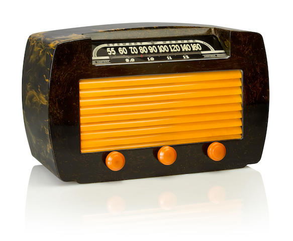A Stewart Warner 62T36 1945 Black case with yellow knobs and grille. height 7 3/4in (20cm); length 12 1/2in (32cm); depth 6 1/4in (15.6cm)