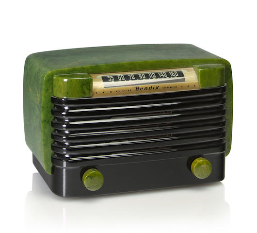 A Bendix 526C 1946 Emerald case with matching knobs and black grille. height 7in (17.8cm); length 11 1/8in (28.3cm); depth 6in (15.3cm)