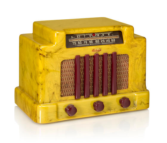 An Addison 5 1940 Pistachio case with maroon knobs and grille. height 8 3/4in (22cm); length 12in (30.5cm); depth 7in (17.8cm)