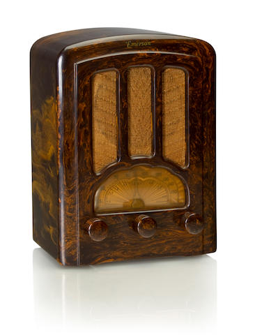 An Emerson AU190 Cathedral 1937 Marbleized brown case and matching knobs, with Emerson decal. height 10in (25.5cm); width 7 1/4in (18.5cm); depth 5in (12.8cm)