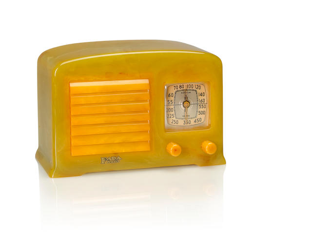 A Fada 5F50 model 53, onyx and yellow<BR />1938