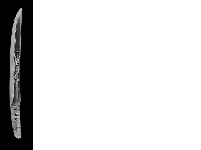 Tanto signed Kunishige Hasebe. Blade 27.5 cm with horimono. Koshirae in gold fleck lacquer with gold holly hock mon. Bronze dragon surrounding tsuka, and chiseled bronze kuri kata and saya tip