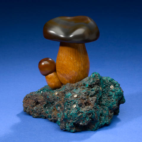 Jasper mushroom on dioptase