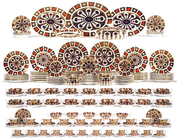 A Royal Crown Derby bone china dinner service in Old Imari pattern 1128  date codes 1990-1992