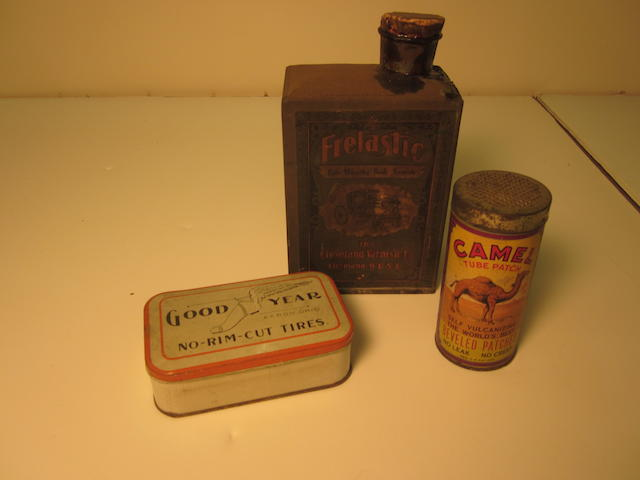A lot of collectible vintage tins,