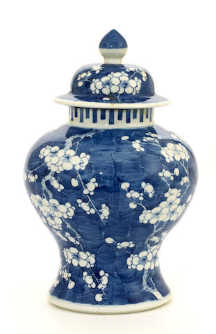 A blue and white porcelain covered ginger jar Late Qing/Republic period