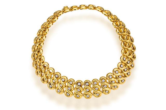 An eighteen karat gold and diamond necklace