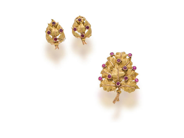 An eighteen karat bicolor gold and ruby brooch and a pair of earclips, Buccellati
