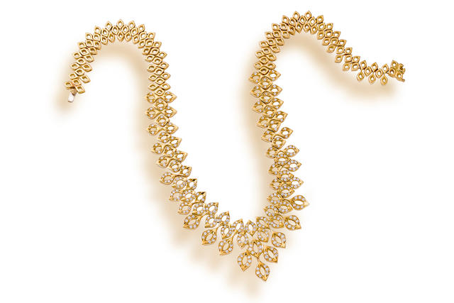 An eighteen karat gold and diamond necklace
