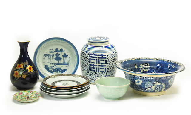 A miscellaneous grouping of Asian ceramic items