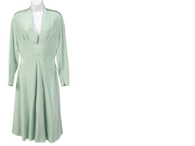 A Haulinetrigere celedon long sleeve silk dress