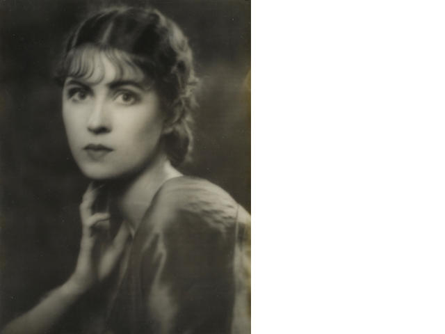 Arnold Genthe photograph of Erin O'Brien-Moore, 1920.