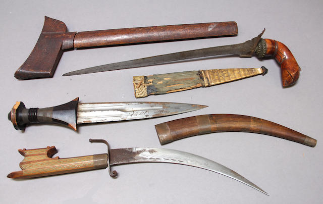 A lot of three eastern edged weapons