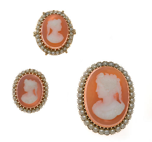 An agate cameo and seed pearl pendant with chain together with brooch and ring en suite