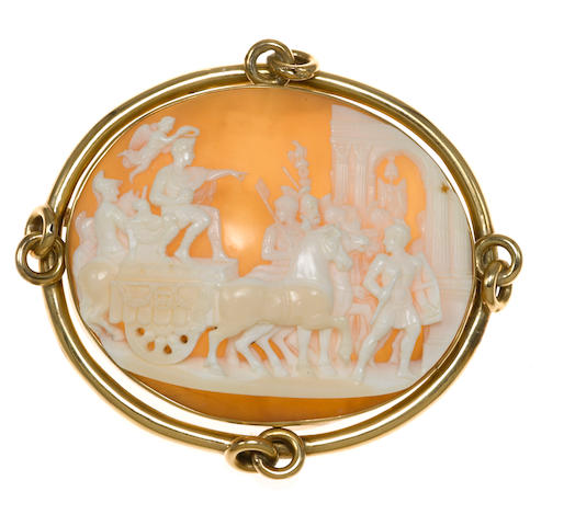 A carved cameo pendant/brooch