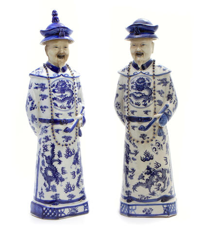 A pair of Chinese blue and white figures