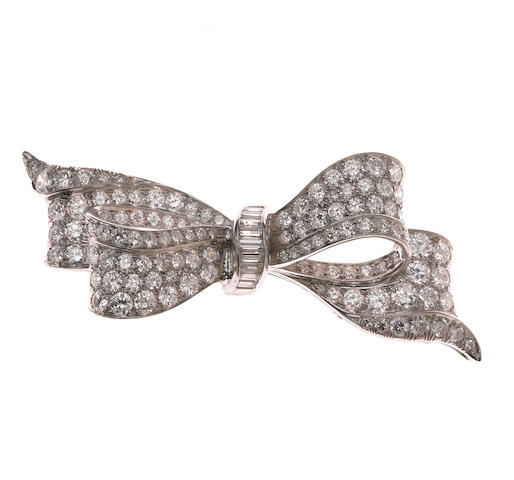 Platinum and diamond bow pin approx 3 ct