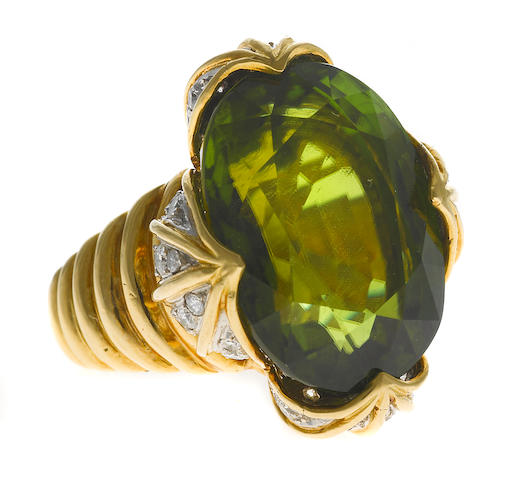 An 18 karat gold, peridot and diamond ring w/box, Verdura