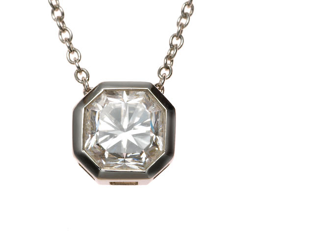 A diamond solitaire pendant with chain, diamond 1.00 ct, G color, VVS2 clarity with CERT