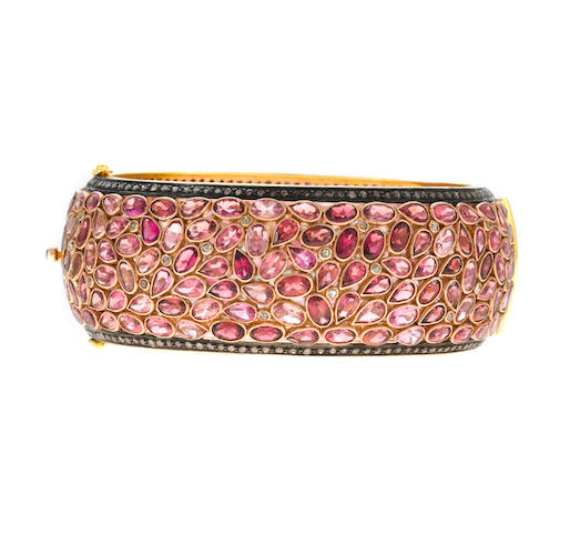 A pink tourmaline, diamond, 18k gold and silver bangle bracelet, t=46.10, d=2.80ct