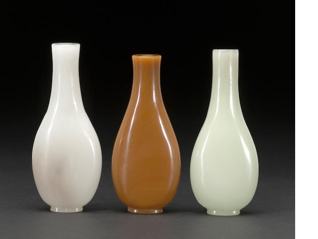 3 glass snuff bottles
