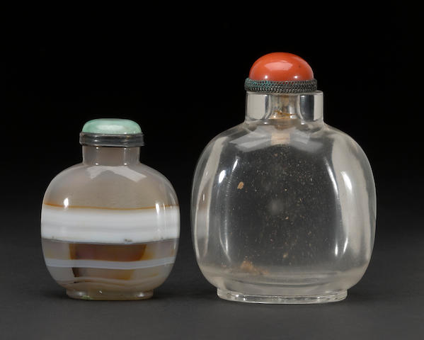 A glass snuff bottle and ringed agate snuff