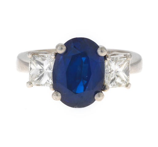 A sapphire ring and diamond ring, sapphire 3.79 carats