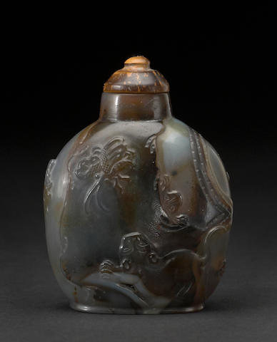 A carved agate snuff bottle 1850-1950