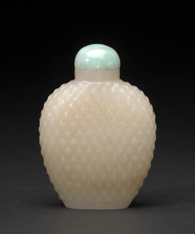 A basket weave nephrite snuff bottle