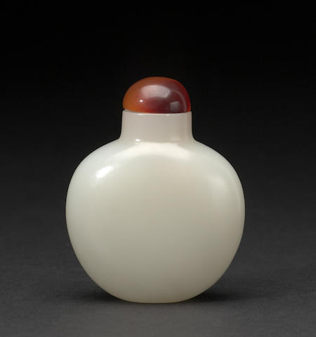 A white jade snuff bottle Qinglong mark Republic period or later