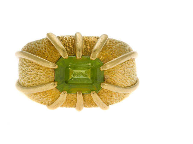 Peridot and 18kyg Schlumberger ring