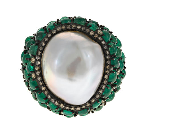 A freshwater cultured pearl, emerald, diamond, silver, gilt silver, and 18k gold ring,  em=8.20ct