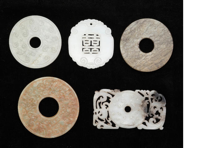 A group of five jade pendants, 4 bi dics and 1 with Double Happinese design