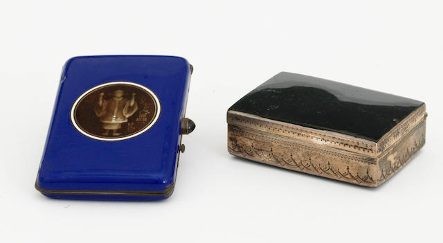 A chalcedony and bright cut engraved silver rectangular snuff box without marks, late 18th/early 19th century  (2)