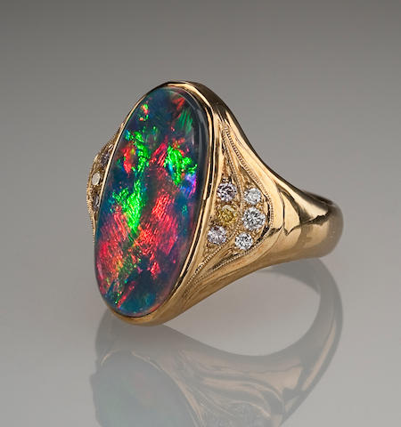 Black Opal and Diamond ring, 18k yellow gold, 6.12 cts.