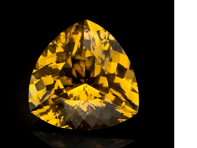 Exceptional Beryl var Heliodor, triangular-shaped, 132.75 ct.(To be tested by AGL)