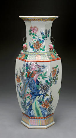 A blue and white porcelain vase with famille rose enameled decoration Late Qing/Republic period