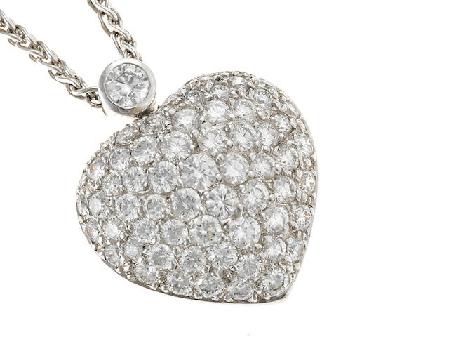 A heart-shaped diamond pendant/necklace