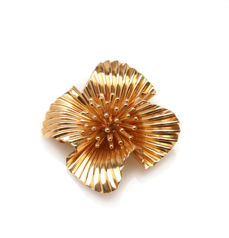 A 14k gold brooch,