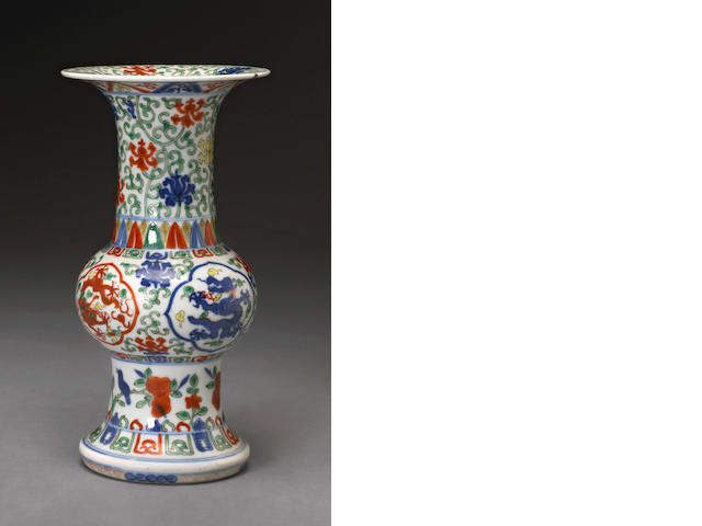 A wucai-decorated archaistic porcelain vase  Wanli mark, 19th century