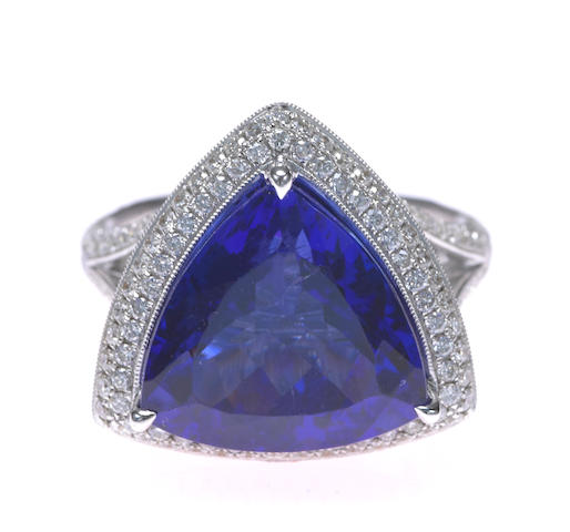 A tanzanite and diamond pendant-ring