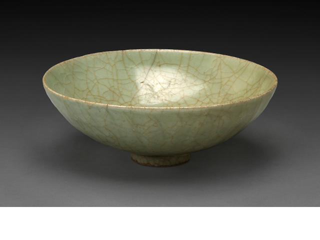 A longquan celadon crackle glazed bowl Yuan/Ming dynasty