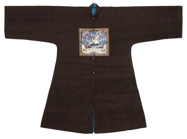 A kesi-woven officials' black silk surcoat and rank badge of the first civil rank, pufu Late Qing dynasty
